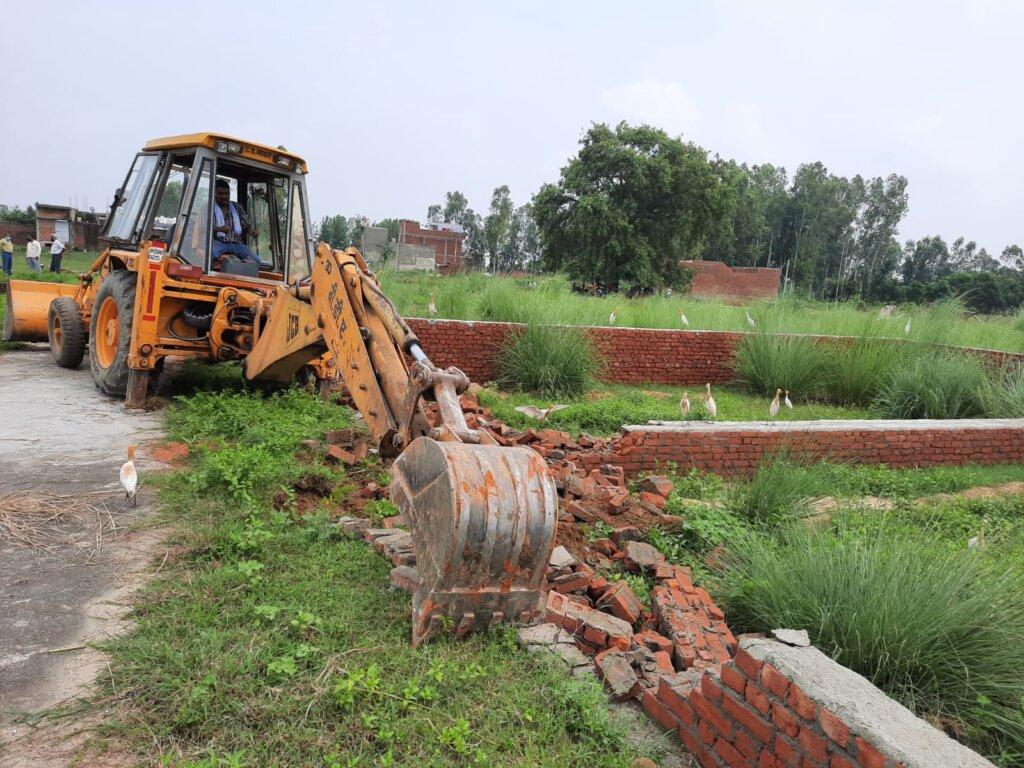 रामगंगा योजना के सेक्टर 4 के निकट अवैध कोलोनियों का ध्वस्तीकरण।